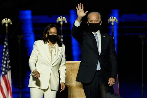 קמלה האריס וג'ו ביידן לא מוותרים על מסכות (צילום: AP)