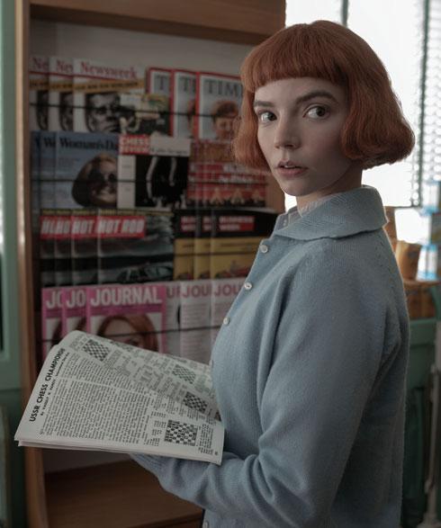 איך נראית אניה טיילור ג'וי בלי קארה ג'ינג'י ובגדים משנות ה-60? לחצו על התמונה לכתבה המלאה (צילום: Netflix)