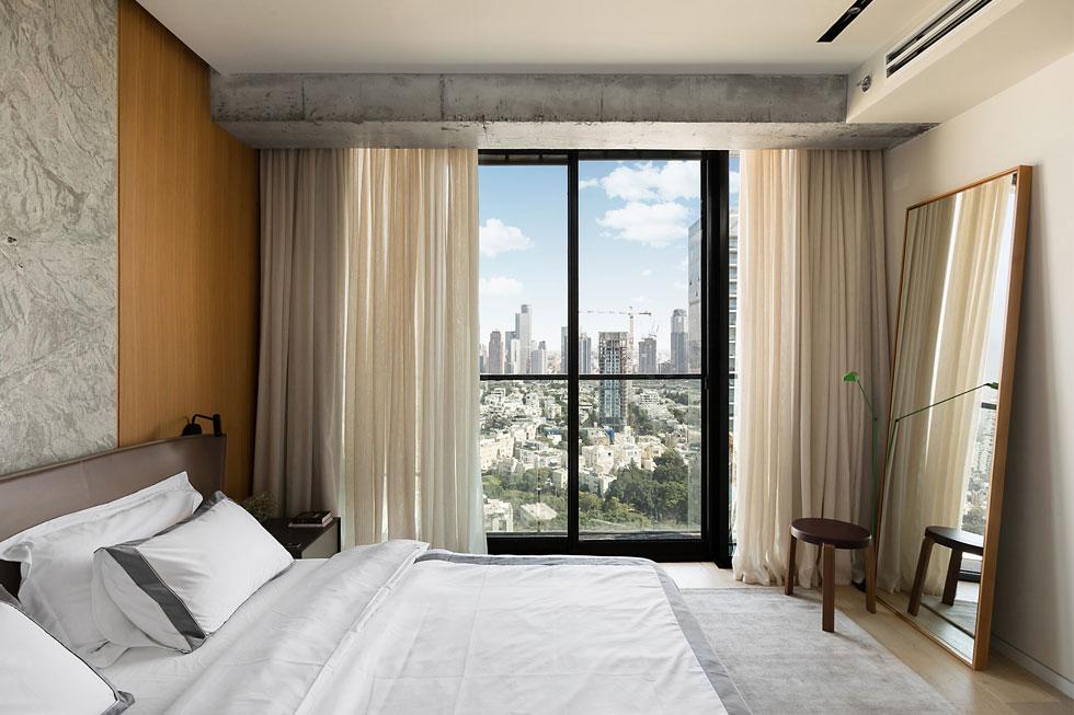 בכל החדרים ניתן לשלוט על התאורה ועל המיזוג מהטלפון  (צילום: שירן כרמל)
