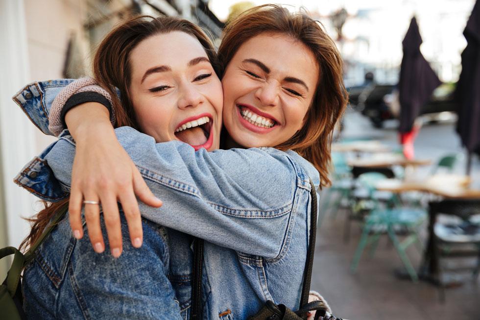 החיבוק יוצר חוויה חזקה מאוד של אינטימיות וקירבה ומאפשר לנו להרגיש מוכלים ואהובים (צילום: Shutterstock)