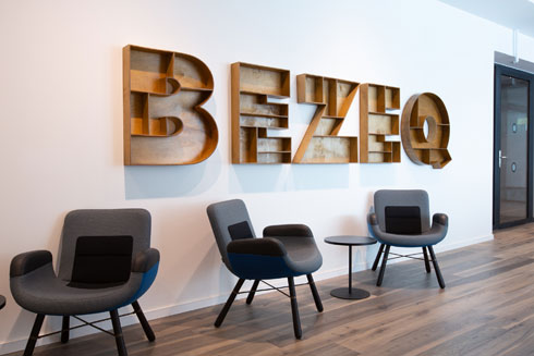 ''העיצוב צריך להיות אופנתי, אבל הוא צריך להשתנות בקצב של משרדים ולא של בגדים לפי עונות השנה'', מאמין גולדברג (צילום: דור נבו)