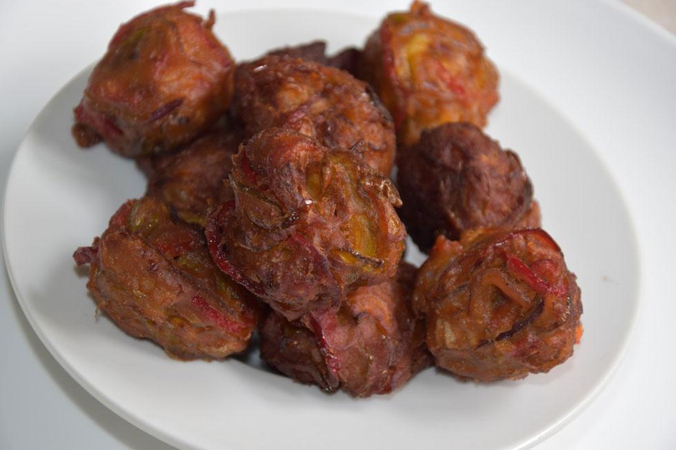 כן, הם כדורים וכן הם נטולי תפוחי אדמה, אך אין מתאימים מהם לאכול בחנוכה: חטיפי ירקות פיקנטיים (צילום: דינה משה)