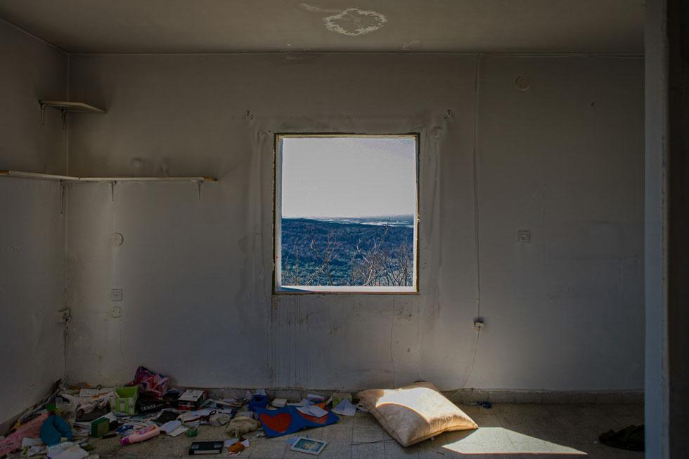 הבתים ננטשו בחיפזון, והתצלומים הם עדות למה שנשאר מאחור (צילום: Adva Baram)