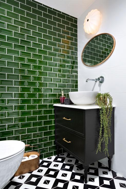 וגם בחדר האמבטיה (עיצוב: דורית פינס, צילום: אורי אקרמן)