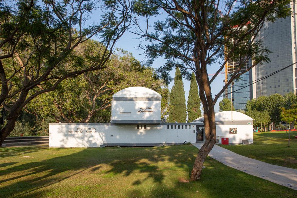 בית כהנא, פנינה אדריכלית מ-1959 שהייתה חבויה מאחורי סבך שיחים, נגלה עכשיו לעין ומזמין להתקרב אליו (צילום: דור נבו)