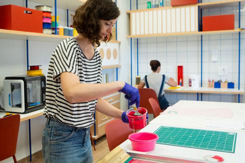 חומרים עמידים, צורניות גיאומטרית וסקלת צבעים מצומצמת, ששומרת על שקט (צילום: רוני כנעני)
