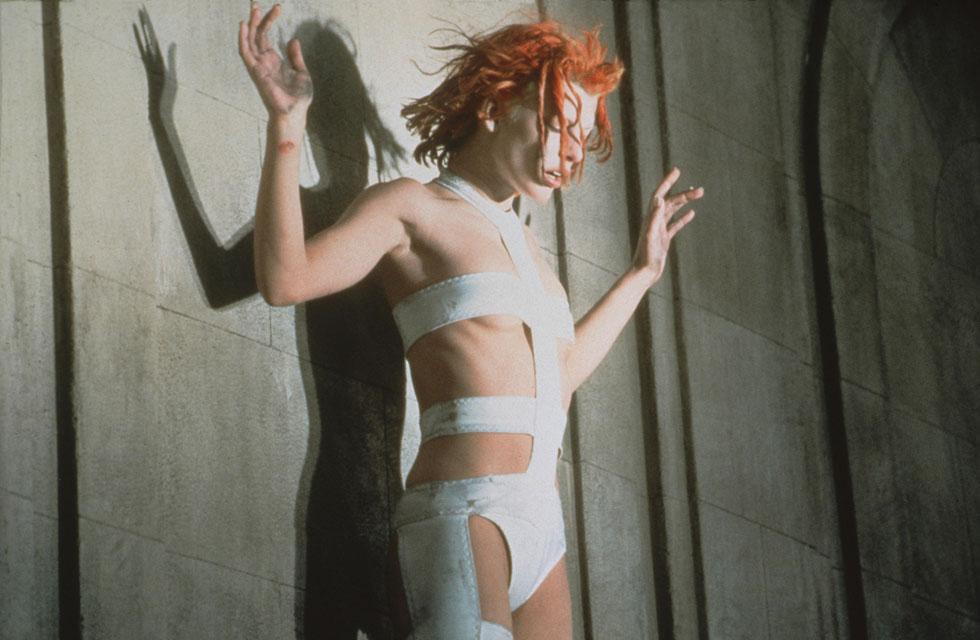 """אחד הייצוגים המצוטטים ביותר בעולם האופנה. """"האלמנט החמישי"""", 1997 (צילום: rex/asap creative)"""