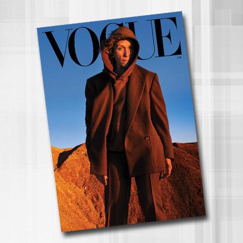 בבגדי גברים. על שער גיליון ינואר של ווג (צילום: Annie Leibovitz)