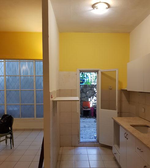 המטבח והסלון, לפני השיפוץ (צילום: סטודיו 37)