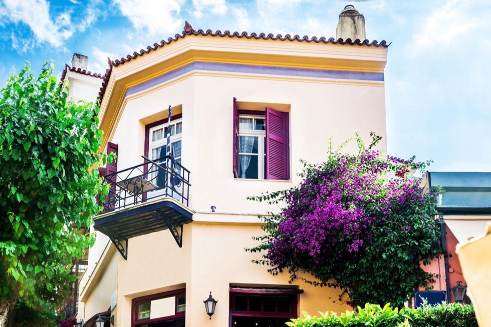 """״מומלץ להשקיע במדינה מערבית וקפיטליסטית, שהחקיקה בה אינה מעדיפה את השוכרים על פני בעלי הנכסים"""". בניין באתונה (צילום: Shutterstock)"""