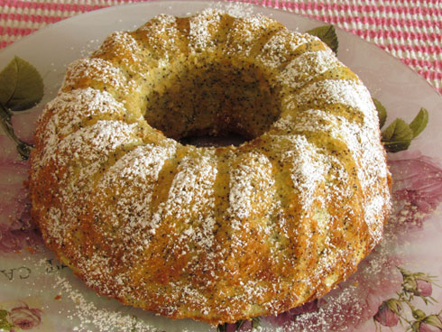 העסיסית: עוגת תפוזים עם פרג (צילום: חיה אילונה דר)