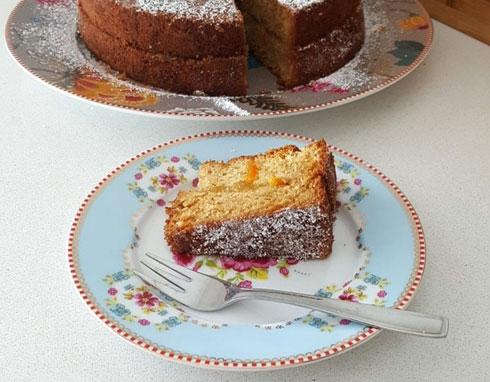 קצת בריאה יותר: עוגת תפוזים עם קמח כוסמין (צילום: מירי צדוק)