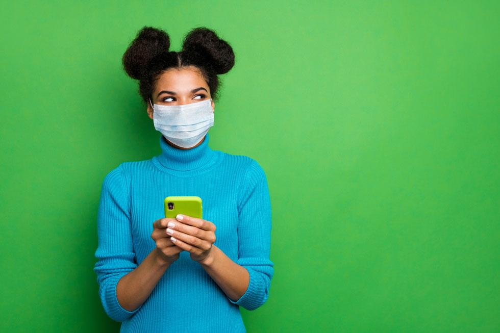 לא משתפים ברשתות החברתיות מה שלא היינו אומרים או מראים למישהו פנים אל פנים (צילום: Shutterstock)