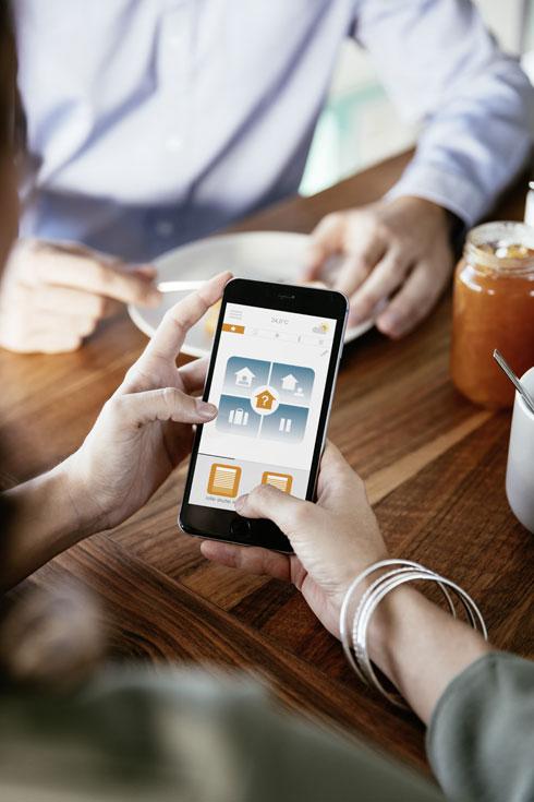 """אפליקציית הבית החכם של סומפי מופעלת על ידי טכנולוגיית הרדיו הפשוטה ונטולת הקרינה  (צילום: יח""""צ סומפי)"""