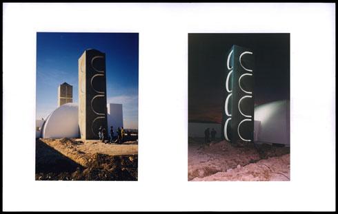 """מעצב התאורה רונלד זאב פרידמן הדגיש את נוכחות האתר כפסל אזורי, בשעות הלילה (צילום: באדיבות ארכיון """"מרכז רכטר לאדריכלות"""")"""