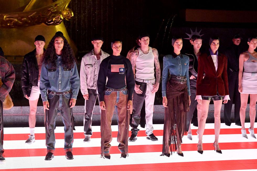 ממעצבי האופנה הפופולאריים בעולם. תצוגה של אלכסנדר וונג (צילום: Mike Coppola/GettyimagesIL)