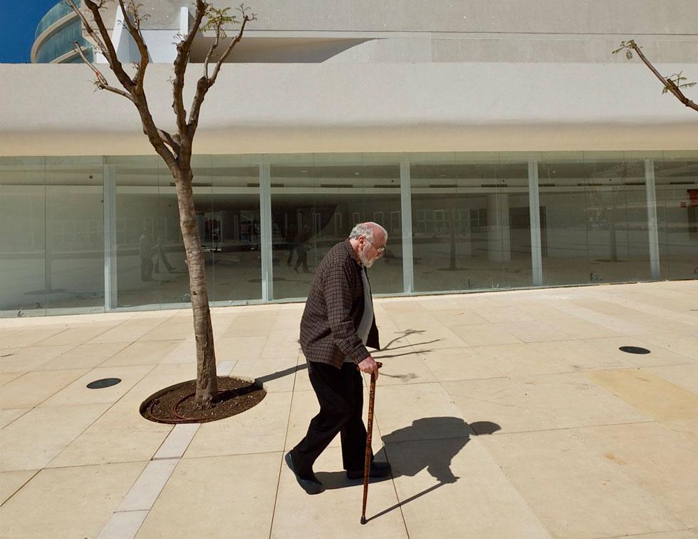 רם כרמי בערוב ימיו פותח את דלת הבימה הנעולה. על הרחבה של דני קרוון לא היו לו מחמאות (צילום: איתי סיקולסקי)