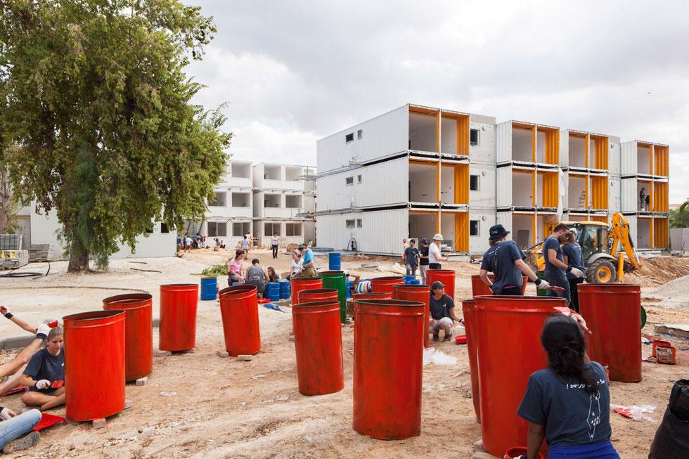 כפר סטודנטים בשדרות. חלק מטרנד הבנייה במכולות. לחצו לכתבה המלאה (צילום: אביעד בר נס)
