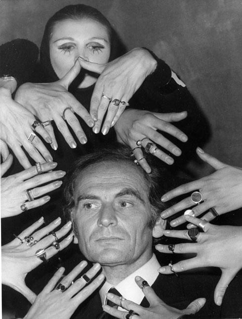 קארדן עם דוגמניות, 1969 (צילום: AP)