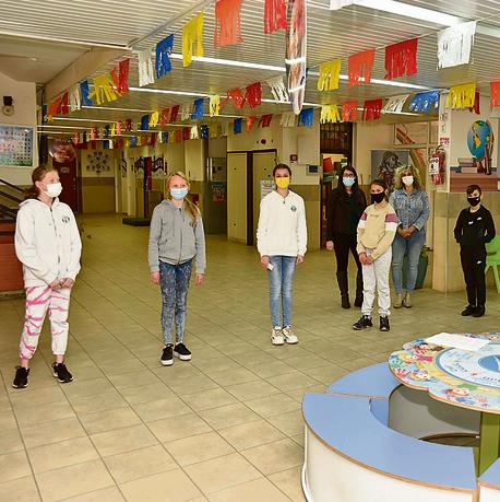 תלמידי בית ספר. לא רחוק היום שיחסנו בני 12-16   צילום: שרון צור