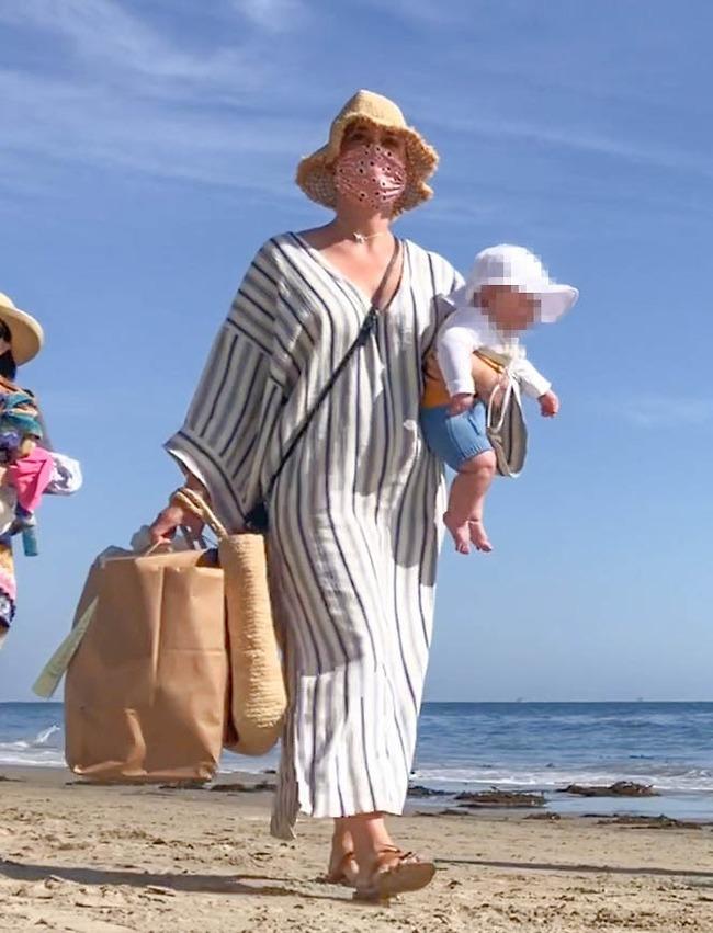 חכמות בשמש. קייטי פרי והתינוקת דייזי (צילום: Backgrid)