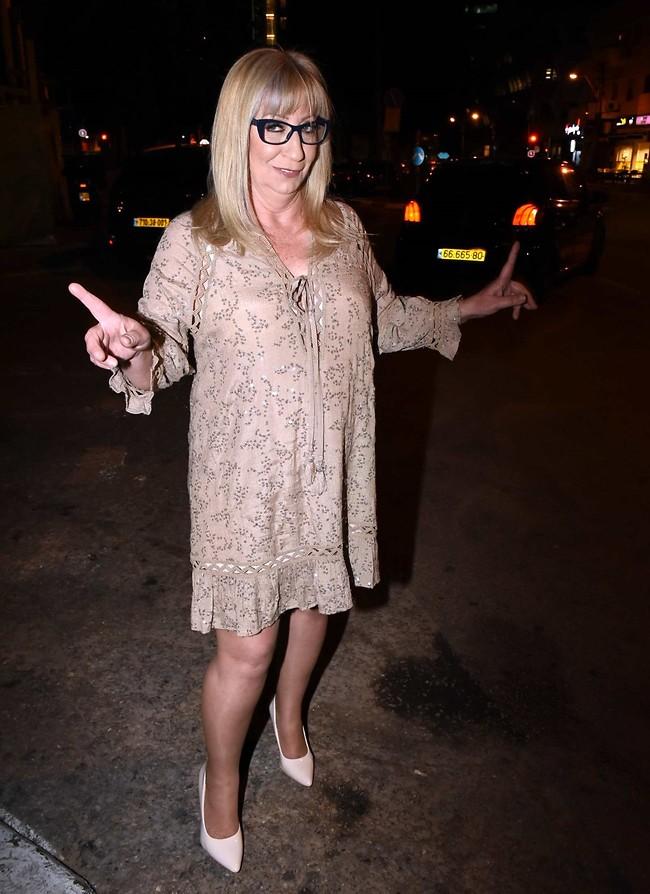 תראו מי כאן. רונית הביבסטית לא פספסה את המסיבה (צילום: אמיר מאירי)