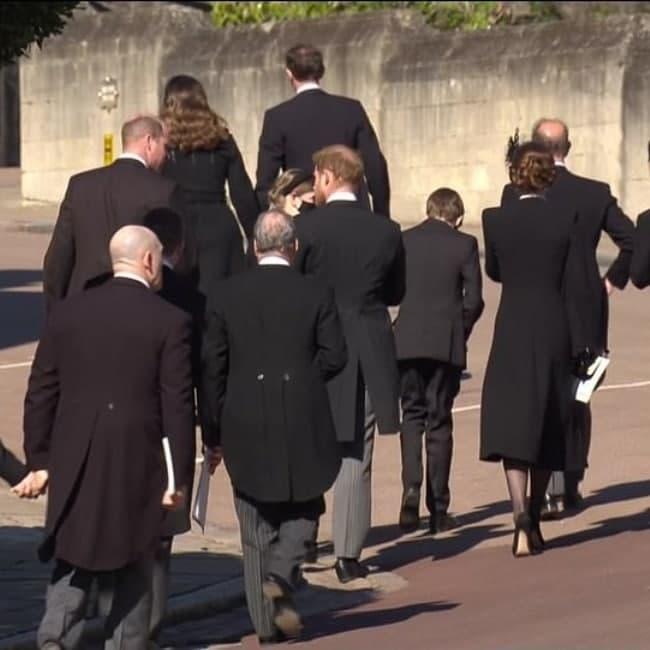 ביציאה מהכנסייה (צילום: הנסיך וויליאם, הנסיך הארי, קייט מידלטון)