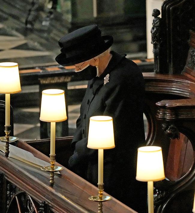 לבדה בטקס (צילום: Gettyimages)