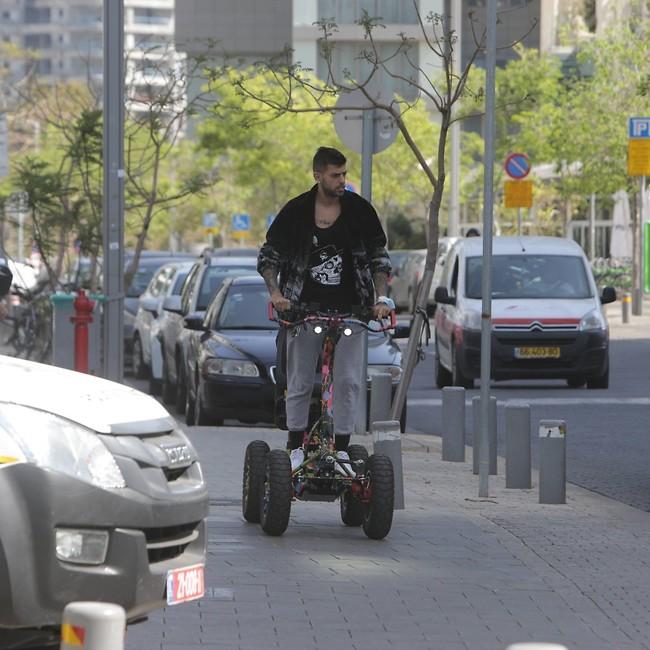 זה כלי רכב או רובוטריק? בן אל תבורי (צילום: מוטי לבטון)