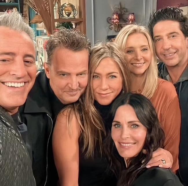 """שחקני """"חברים"""" בפרק האיחוד (צילום מסך)"""