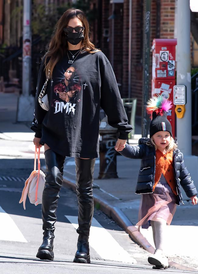 הוכחה לכל דבר. אירינה שייק לובשת DMX (צילום: mega)
