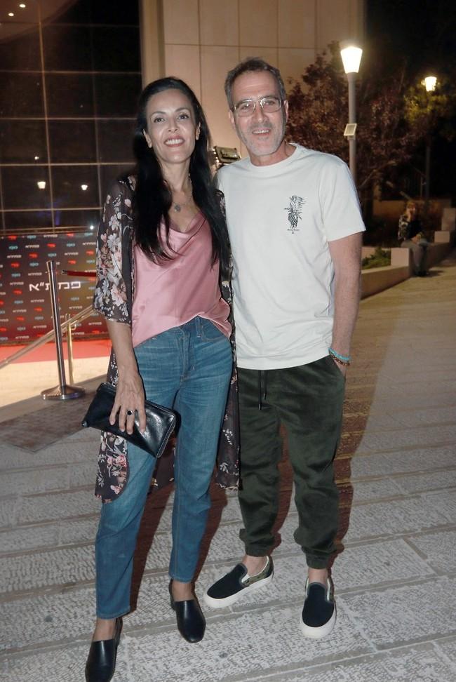 עושה לו כבוד. זהר שטראוס ואשתו אפי (צילום: ענת מוסברג)