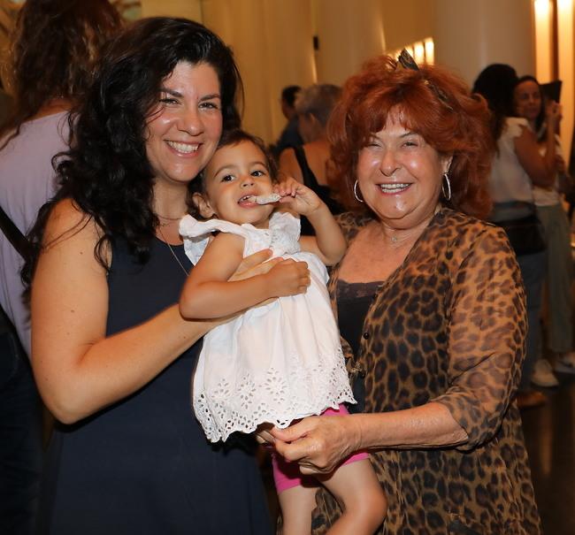 3 דורות. ציפי, הבת והנכדה (צילום: רפי דלויה)
