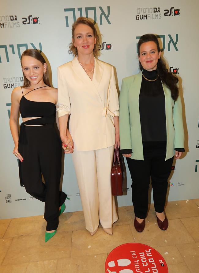 עושות קולנוע. הבמאית רותי פרי בר, אלונה איב ושירה האס (צילום: רפי דלויה)