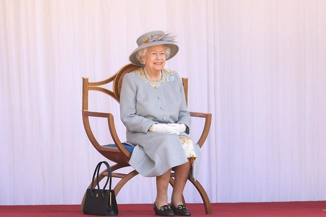 החיוך שלך ממיס אותנו! המלכה אליזבת (צילום: GettyImages)
