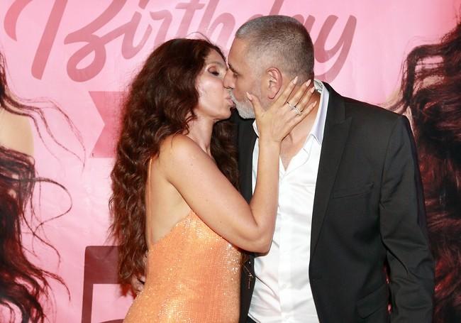 נשיקה לגיטימית (צילום: ענת מוסברג)