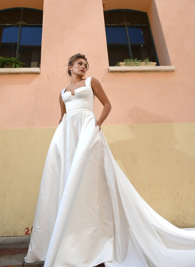 הרבה זמן לא ראינו כזה שובל. גל מלכה בשמלת כלה של דרור קונטנטו (צילום: אלעד סאסי )