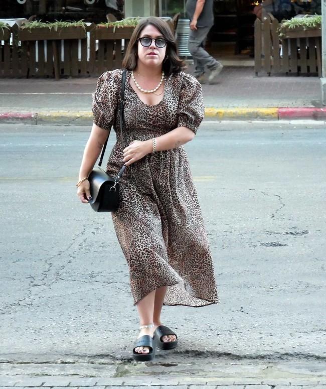 נשמח לפרטים על השמלה בפרטי, תודה. תום יער (צילום: אמיר מאירי)