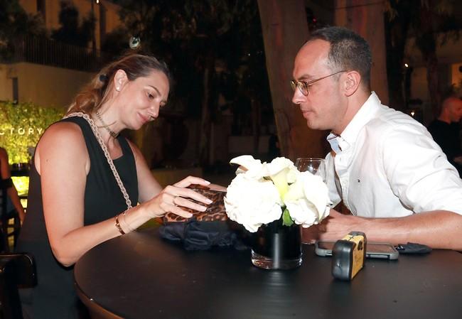 רוצה לראות מה יש לי בתיק? מיכל אנסקי וניב רסקין  (צילום: ענת מוסברג)