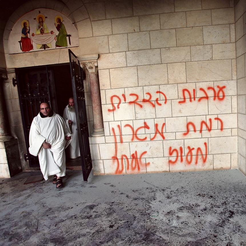 טלפון זועם מאובמה. פעולת תג מחיר במנזר השתקנים בלטרון | צילום: אלכס קולומויסקי
