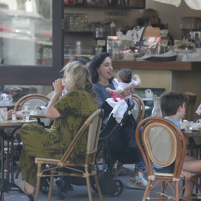 מי קטנה של אמא? (צילום: מוטי לבטון)