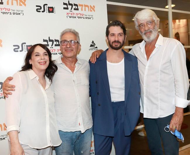 עם אבא והחבר'ה. אלי דנקר, מאיר סוויסה ואורלי זילברשץ  (צילום: ענת מוסברג)