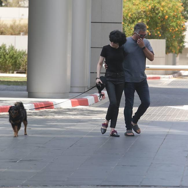 הספקת בכלל להתגעגע אליה? דנה רון ויריב נתי בסיבוב עם הכלבה מישמיש (צילום: מוטי לבטון)