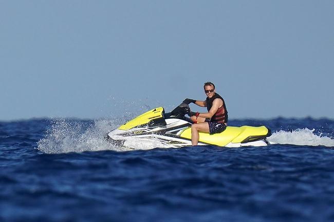 מתחביביו: רכיבה על אופנוע ים (צילום: Mega)