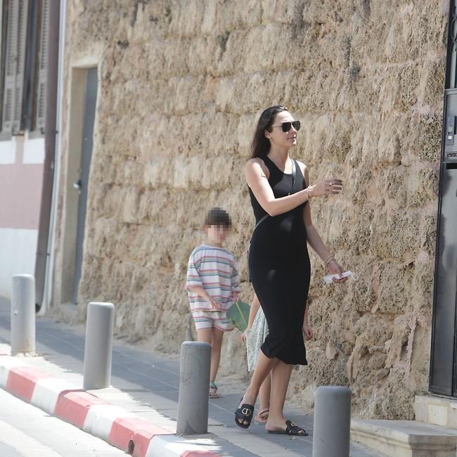 לא, לא נמאס לנו לצלם אותה ברחוב (צילום: מוטי לבטון)