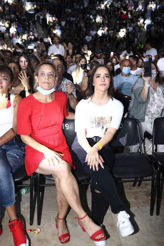 מביטה מהקהל. שי שגיא (צילום: אור גפן)