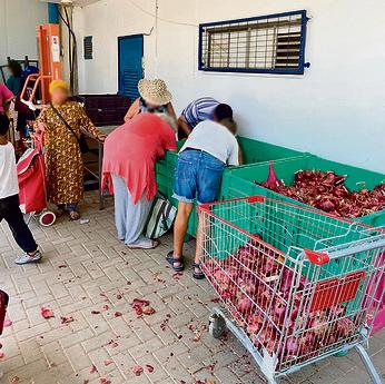 חלוקת מזון בעמותת סיוע, אתמול | צילום: שלומי ביטון