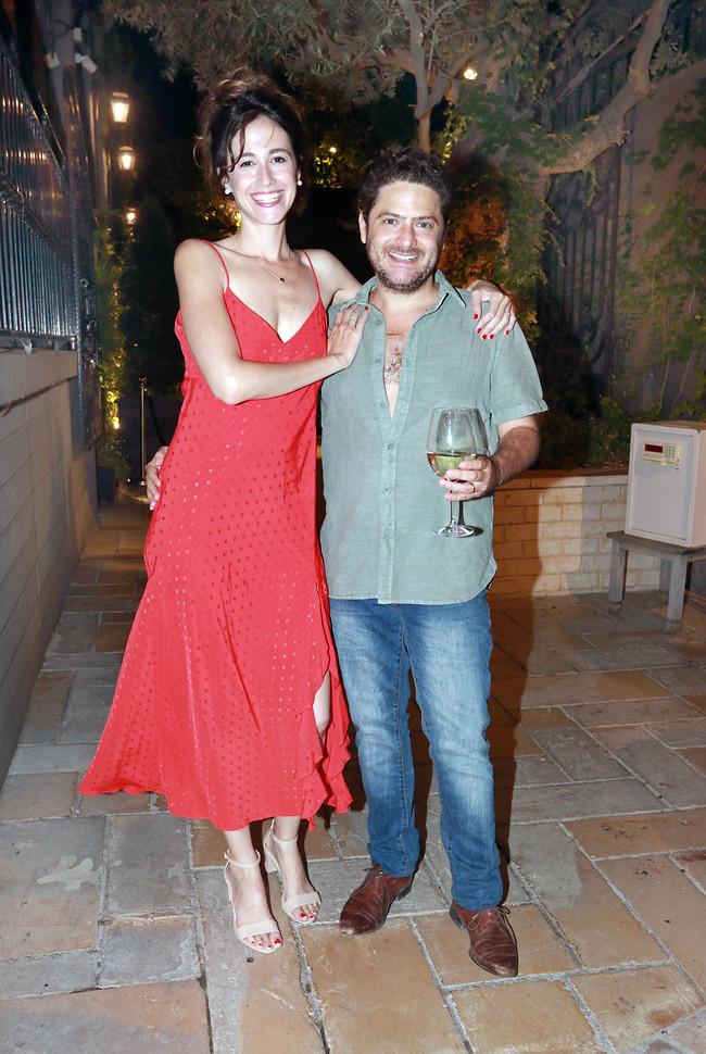 כתבי לנו בפרטי מאיפה השמלה. תודה. הגר טישמן ודניאל סבג (צילום: ענת מוסברג)