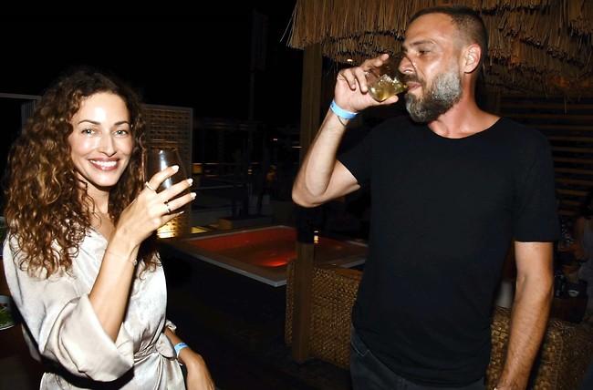 מרימים כוסית לחיי השנים הבאות (צילום: אמיר מאירי)