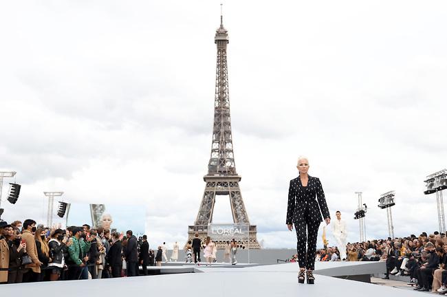 כוכבי האירוע: מירן ומגדל אייפל (צילום: GettyImages)